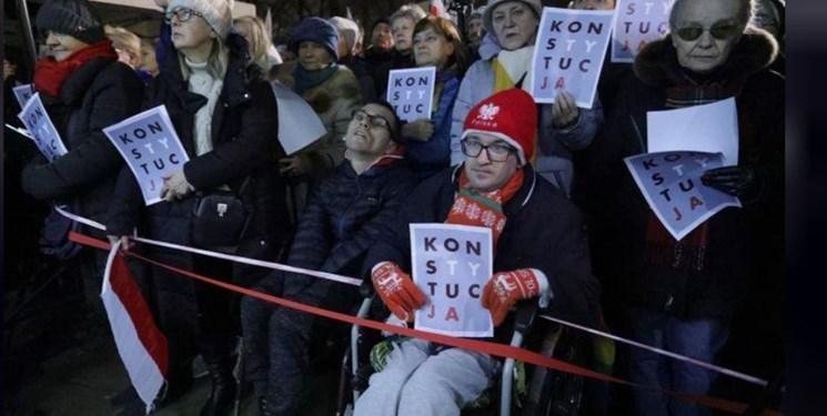 تصاویر، تظاهرات هزاران نفری در لهستان در اعتراض به اصلاحات قضایی