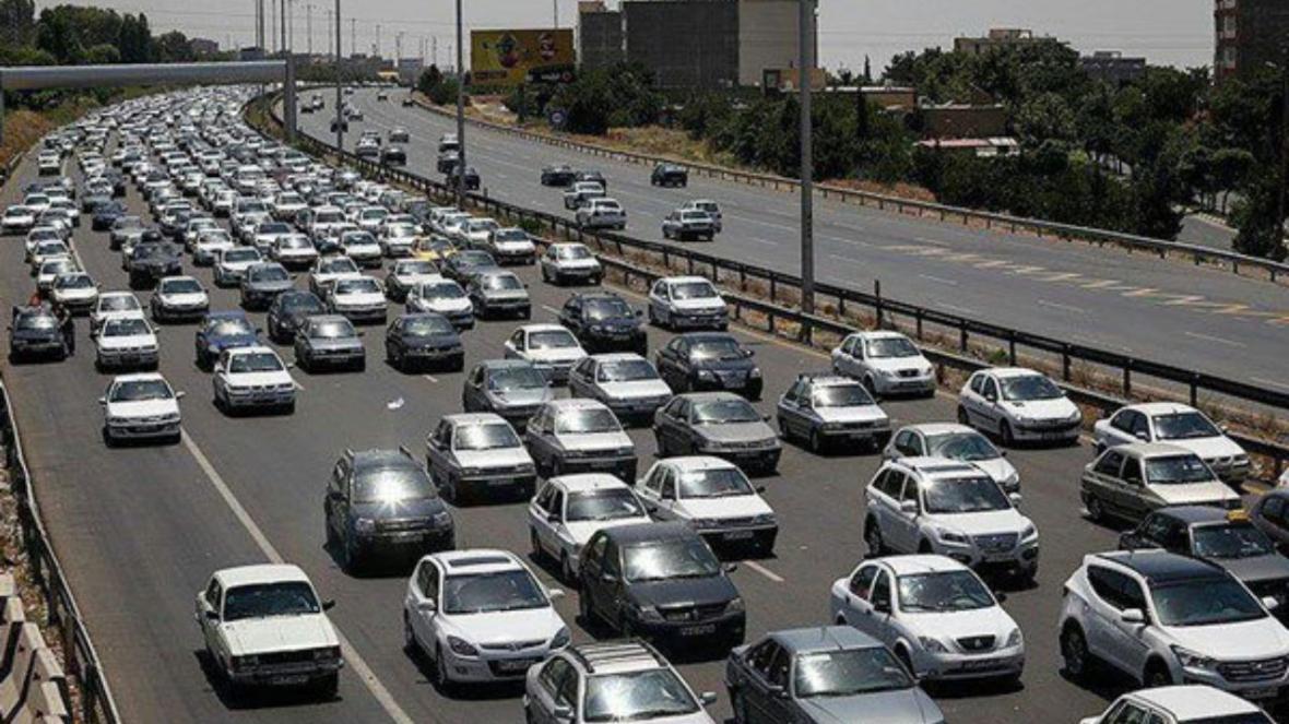پلیس راهور بیان نمود: ترافیک در آزادراه کرج-تهران سنگین است