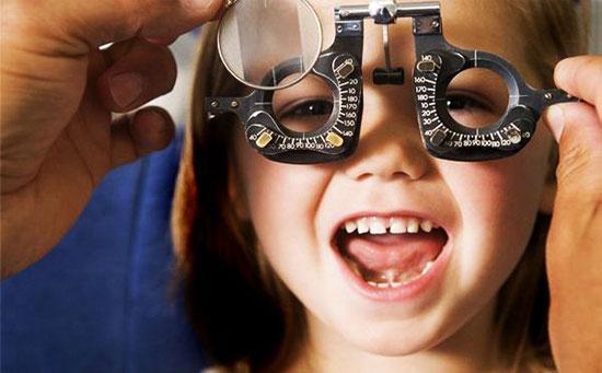 بینایی سنجی چیست؟ چه فرقی با چشم پزشکی دارد؟