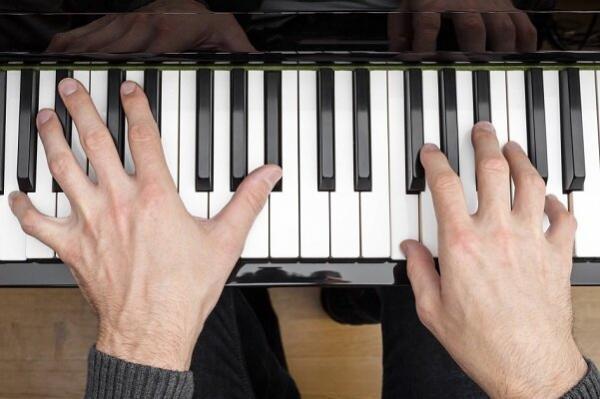 هوش مصنوعی پیانو زدن را با دیدن فیلمهای صامت می آموزد