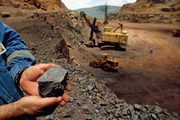 تخریب آثار باستانی و نابودی پوشش گیاهی؛ هدیه معدن کاران برای تکاب!