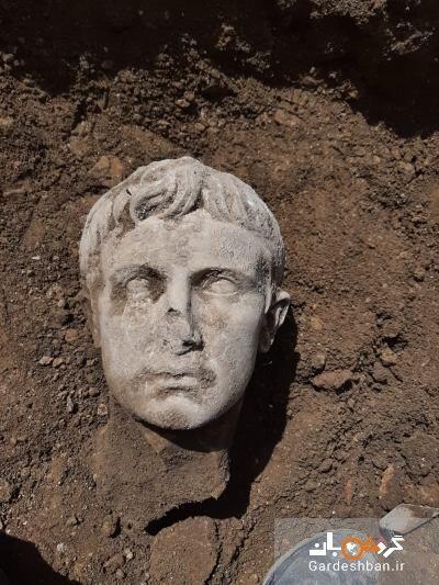 مجسمه امپراتور روم از دل خاک بیرون زد