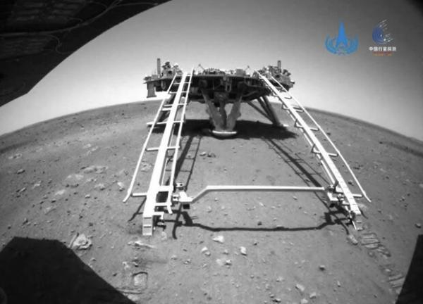 مریخ نورد چینی روی سیاره سرخ حرکت کرد