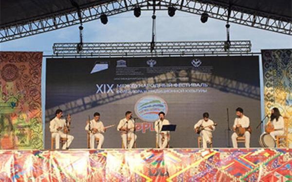 اجرای گروه موسیقی ایرانی در افتتاحیه جشنواره داغستان روسیه