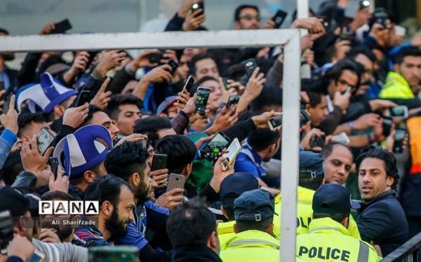 طرفدار استقلال دوست دارد فرهاد مجیدی بماند؛ وزیر ورزش به نظر طرفداران احترام بگذارد